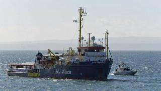 Sea Watch: Αψήφησε την απαγόρευση και «έπιασε» Λαμπεντούζα - Συνελήφθη η καπετάνισσα