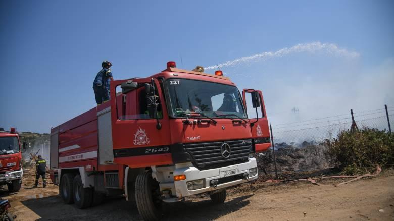 Φωτιά στη χωματερή της Φυλής: Σε επιφυλακή παραμένει η Πυροσβεστική