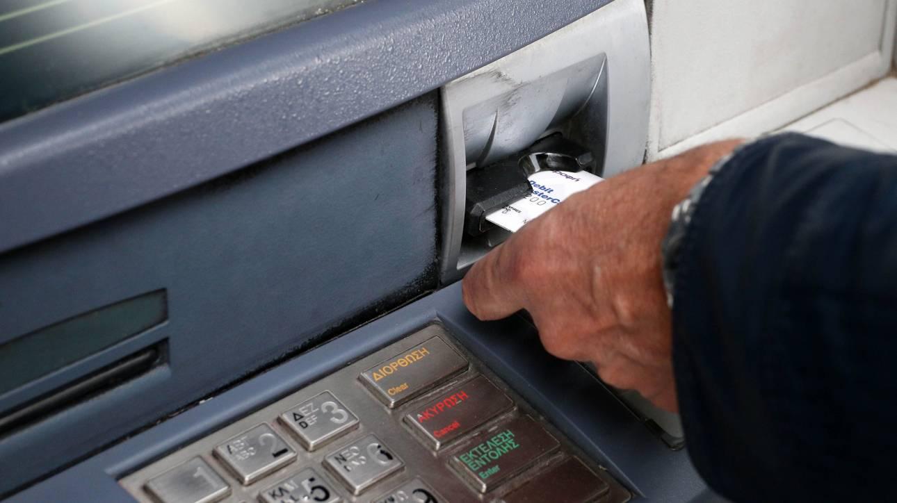 «Φωτιά» οι χρεώσεις στα ΑΤΜ: Πόσο θα κοστίζουν οι αναλήψεις από Δευτέρα