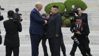 Ο Τραμπ πάτησε στη Βόρεια Κορέα: Οι αξιοσημείωτες στιγμές από την εξπρές συνάντηση με τον Κιμ