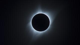 Ολική έκλειψη Ηλίου αύριο - Πού θα είναι ορατή