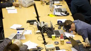 Σύνοδος Κορυφής: Εξαντλημένοι οι δημοσιογράφοι, κοιμόντουσαν όπου μπορούσαν