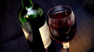 Ιταλία: Εγκλωβίστηκε για 27 ώρες σε ασανσέρ κι επιβίωσε πίνοντας κρασί