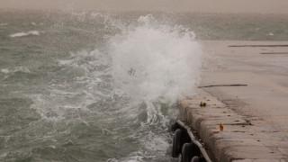 Καιρός: Τα 106 χιλιόμετρα «έπιασε» ο άνεμος στη Κάρυστο