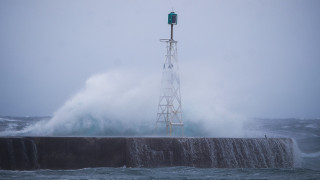 Νάξος: «Μάχη» του «Paros Jet» με μανιασμένα κύματα