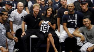 Η Μέγκαν Μαρκλ κάνει το Χάρι... Αμερικανάκι: Ο αγώνας μπέιζμπολ και τα μπλουζάκια του Άρτσι