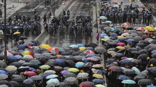 Χάος στο Χονγκ Κονγκ: «Άγριες» συγκρούσεις των διαδηλωτών με την αστυνομία