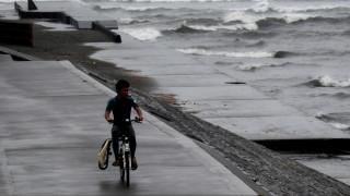 Φονικές βροχοπτώσεις στην Ιαπωνία: 800.000 άνθρωποι εγκαταλείπουν τα σπίτια τους