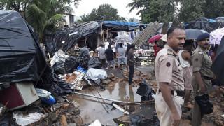 Ινδία: Νεκροί και δεκάδες τραυματίες από κατάρρευση τοίχων