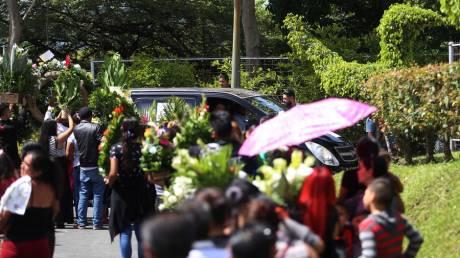 Ελ Σαλβαδόρ: Θρήνος στην κηδεία πατέρα και κόρης που πνίγηκαν στον Ρίο Γκράντε