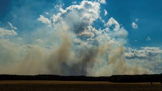 Πύρινη κόλαση στη Γερμανία: Τεράστια πυρκαγιά γύρω από στρατόπεδο με πυρομαχικά - Εκκενώθηκαν πόλεις