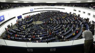 Την πλάτη τους στον ευρωπαϊκό ύμνο γύρισαν οι «Ευρωβουλευτές» του Brexit