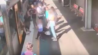 Βίντεο που «παγώνει» το αίμα: Παιδί πέφτει στο κενό ανάμεσα στο τρένο και την αποβάθρα