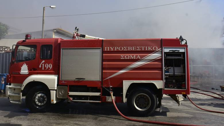 Κατερίνη: Φωτιά σε πάρκινγκ - Οχήματα κάηκαν ολοσχερώς