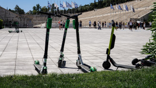 Πρόστιμα, κράνη και όρια ταχύτητας: Έρχονται ρυθμίσεις για τα ηλεκτρικά πατίνια