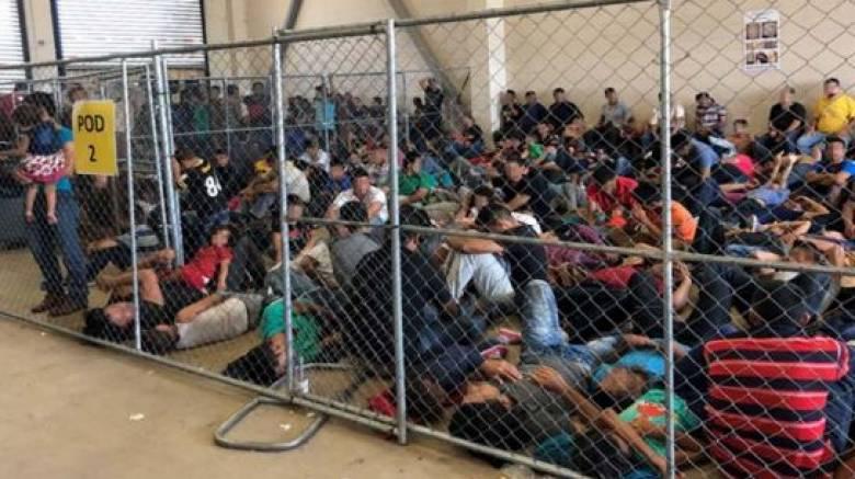«Βόμβα έτοιμη να εκραγεί»: «Καμπανάκι» επιθεωρητών για τον συνωστισμό στα κέντρα κράτησης των ΗΠΑ