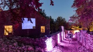Saristra Festival: Ένα χωριό «φάντασμα» της Κεφαλονιάς ξαναπαίρνει ζωή με μουσική και όχι μόνο