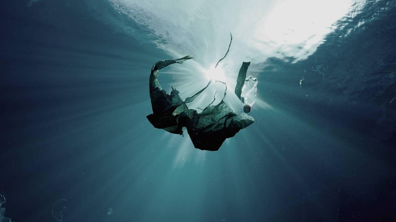 #NEVERSETTLE: Για την Coca-Cola τα πλαστικά απορρίμματα αξίζουν μία δεύτερη ευκαιρία στη ζωή!