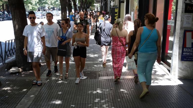 Θερινές εκπτώσεις 2019: Ποια Κυριακή θα είναι ανοιχτά τα μαγαζιά