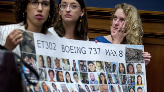 H Boeing δίνει 100 εκατ. δολάρια στις οικογένειες των θυμάτων των αεροπορικών τραγωδιών