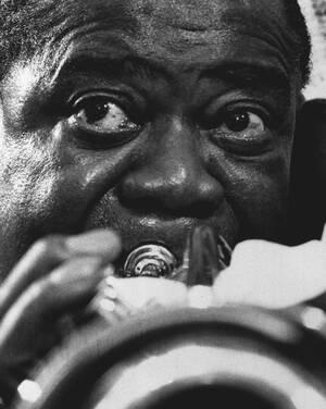 1971, Νέα Υόρκη.  Πεθαίνει, σε ηλικία 70 ετών, ο απουδαίος τρομπετίστας της τζαζ, Λούις Άρμστρονγκ.