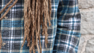 Καλιφόρνια: Η πρώτη πολιτεία που επιτρέπει τα μαλλιά «άφρο» και τα ράστα σε σχολεία και δουλειά