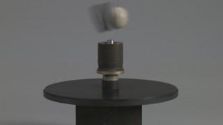 Ο Takis και τα ηλεκτρομαγνητικά έργα του στην Tate Modern του Λονδίνου