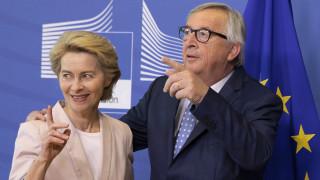 Στις Βρυξέλλες η Ούρσουλα φον ντερ Λάιεν - Θα συναντηθεί με Γιούνκερ και Τουσκ