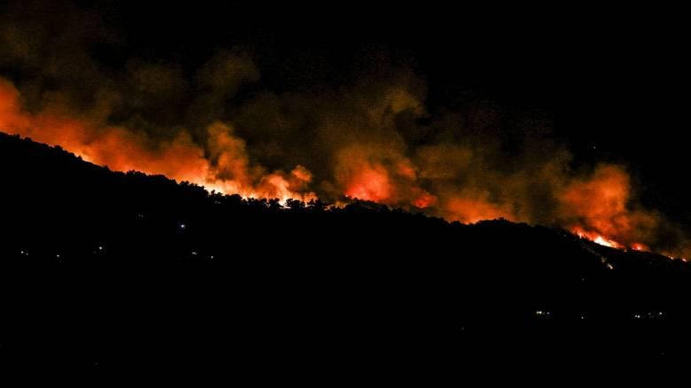 Ολονύχτια μάχη με τις φλόγες στην Εύβοια - Εκκενώθηκαν τέσσερα χωριά