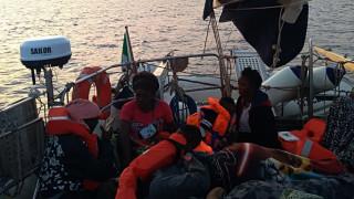 Ακόμη μία ΜΚΟ αψηφά το βέτο του Σαλβίνι: Επιμένει να αποβιβάσει μετανάστες στη Λαμπεντούζα