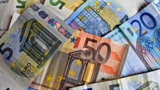 Παραμένουν υψηλά τα επιτόκια καταναλωτικών και στεγαστικών δανείων