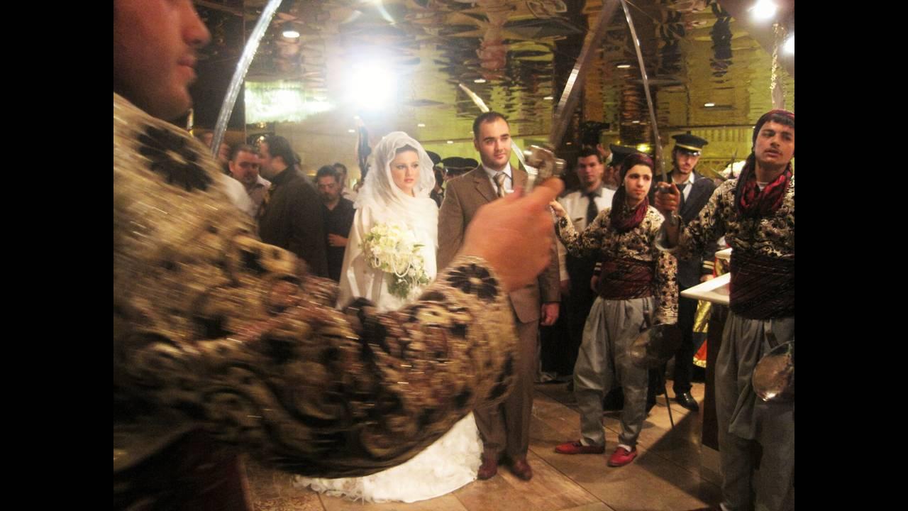 https://cdn.cnngreece.gr/media/news/2019/07/05/183296/photos/snapshot/Aleppo-bride.JPG