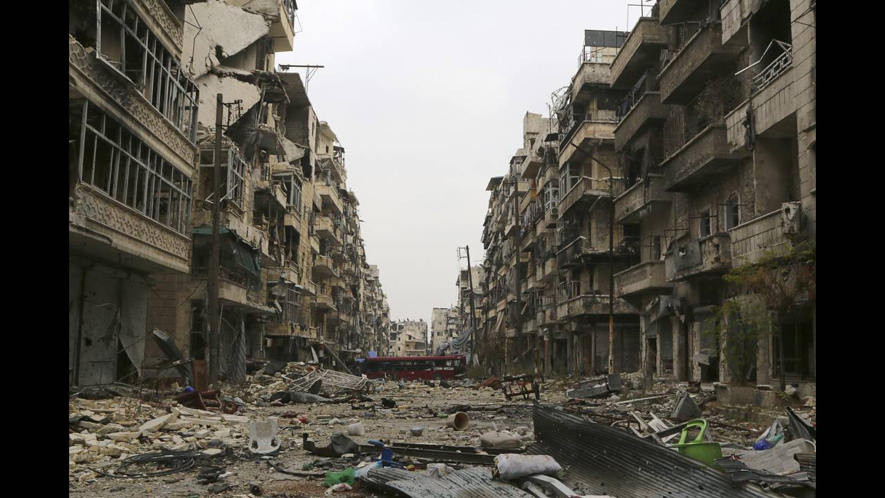 https://cdn.cnngreece.gr/media/news/2019/07/05/183296/photos/snapshot/Aleppo-destruction.jpg