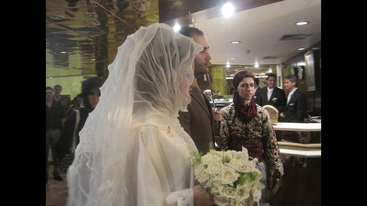https://cdn.cnngreece.gr/media/news/2019/07/05/183296/photos/snapshot/bride4.JPG