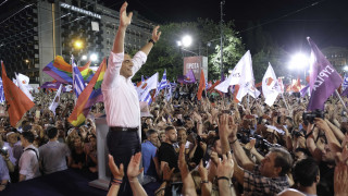 Ο Τσίπρας στο Σύνταγμα: Φορτισμένη «αυλαία»