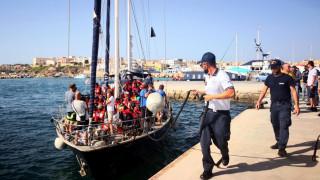 Νέο πλοίο διάσωσης μεταναστών έδεσε στη Λαμπεντούζα αψηφώντας τον Σαλβίνι