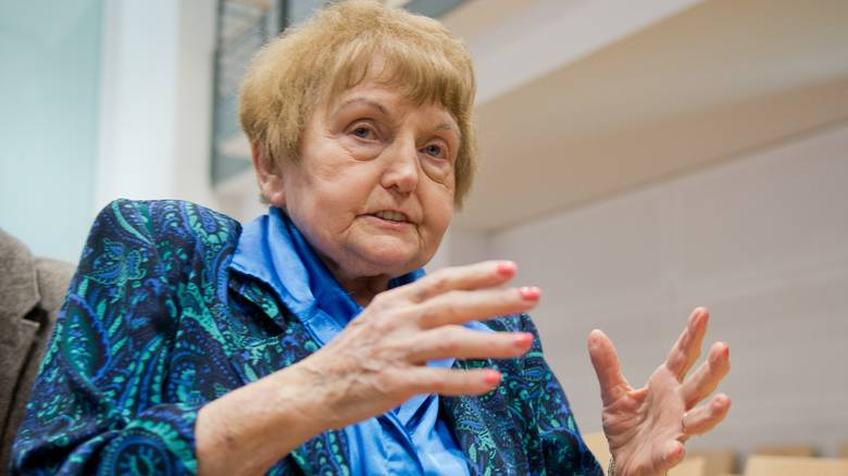 Εύα Κορ: Η επιζήσασα του Άουσβιτς πέθανε σε επίσκεψη στον τόπο του μαρτυρίου της