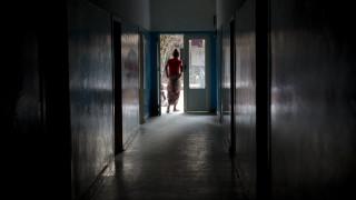 Ξύπνησε και αντίκρισε τον εφιάλτη: Του έκοψε τα γεννητικά όργανα γιατί αρνήθηκε να κάνουν σεξ