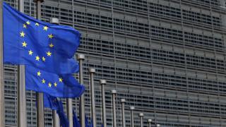 «Αγωνία για το αποτέλεσμα; Φάε μια σοκολατίτσα»: Η συμβουλή της Κομισιόν στους Έλληνες ψηφοφόρους