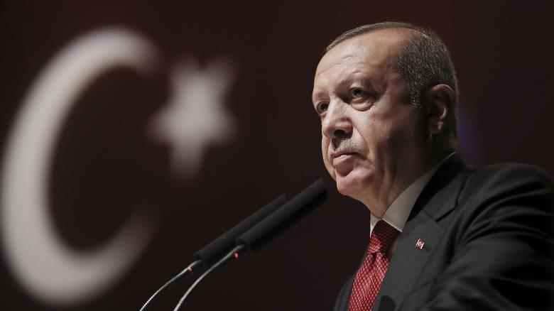 «Βουτιά» της τουρκικής λίρας μετά την εντολή Ερντογάν για καθαίρεση του κεντρικού τραπεζίτη