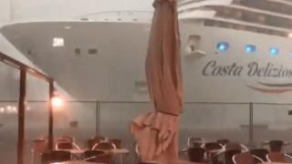 Σκηνές τρόμου στη Βενετία: Πηδούσαν από το σκάφος για να γλιτώσουν τη σύγκρουση με κρουαζιερόπλοιο