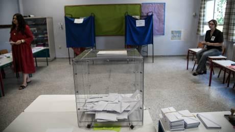 Έξι κόμματα στην επόμενη Βουλή: Πώς μοιράζονται οι έδρες