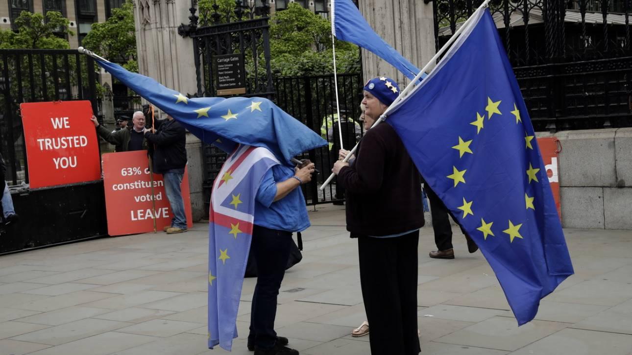 Βρετανία: Τα συνδικάτα θέλουν δεύτερο δημοψήφισμα για το Brexit