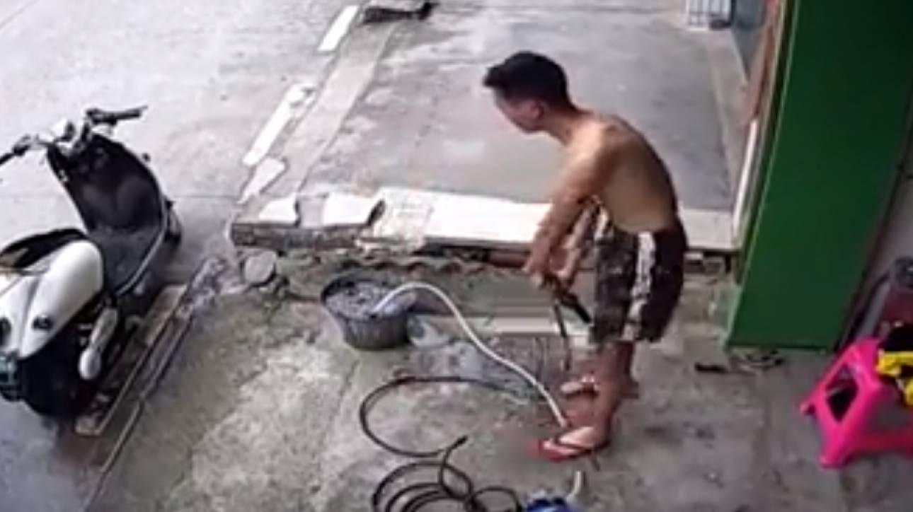 Bίντεο: Τα 20 δευτερόλεπτα αγωνίας για νεαρό εργάτη που παθαίνει ηλεκτροπληξία