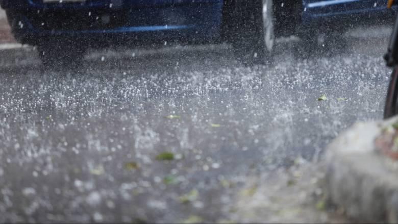 O καιρός… τρελάθηκε: Καταστροφές από χαλαζόπτωση στον Τύρναβο