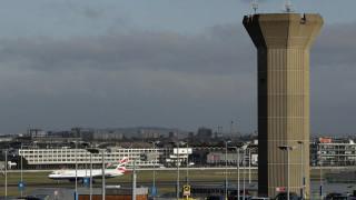 Βρετανία: Χάος στο αεροδρόμιο Γκάτγουικ – Ανεστάλησαν όλες οι πτήσεις