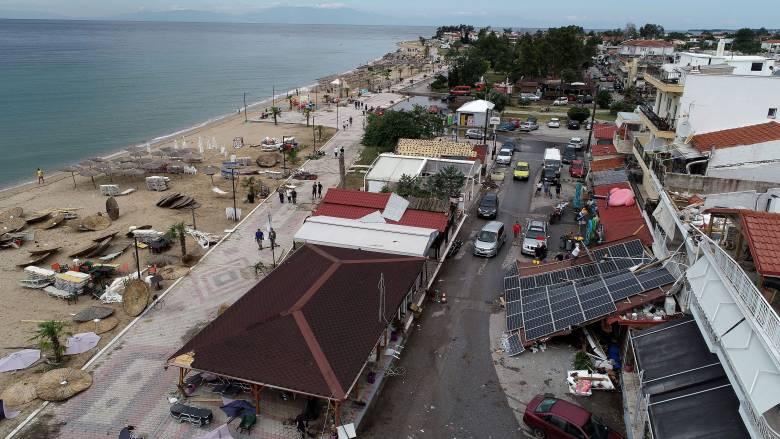 Φονική κακοκαιρία: Πότε αναμένεται να αποκατασταθεί η ηλεκτροδότηση στη Χαλκιδική