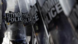 Επίθεση με πέτρες στο ΑΤ Ακροπόλεως - Δύο αστυνομικοί τραυματίες