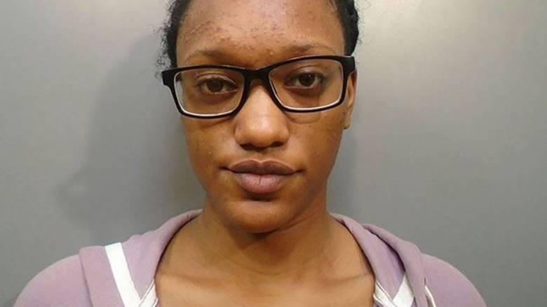 Καταζητούμενη για φόνο σχολίασε στη δημοσίευση της αστυνομίας πως... δεν της άρεσε η φωτογραφία της
