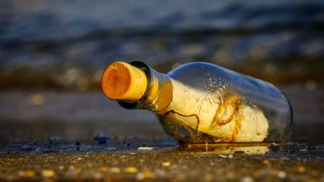 Μήνυμα αγάπης σε μπουκάλι: Το «αντίο» μιας μητέρας που έχασε την κόρη της στην επίθεση του Μάντσεστερ (pic)